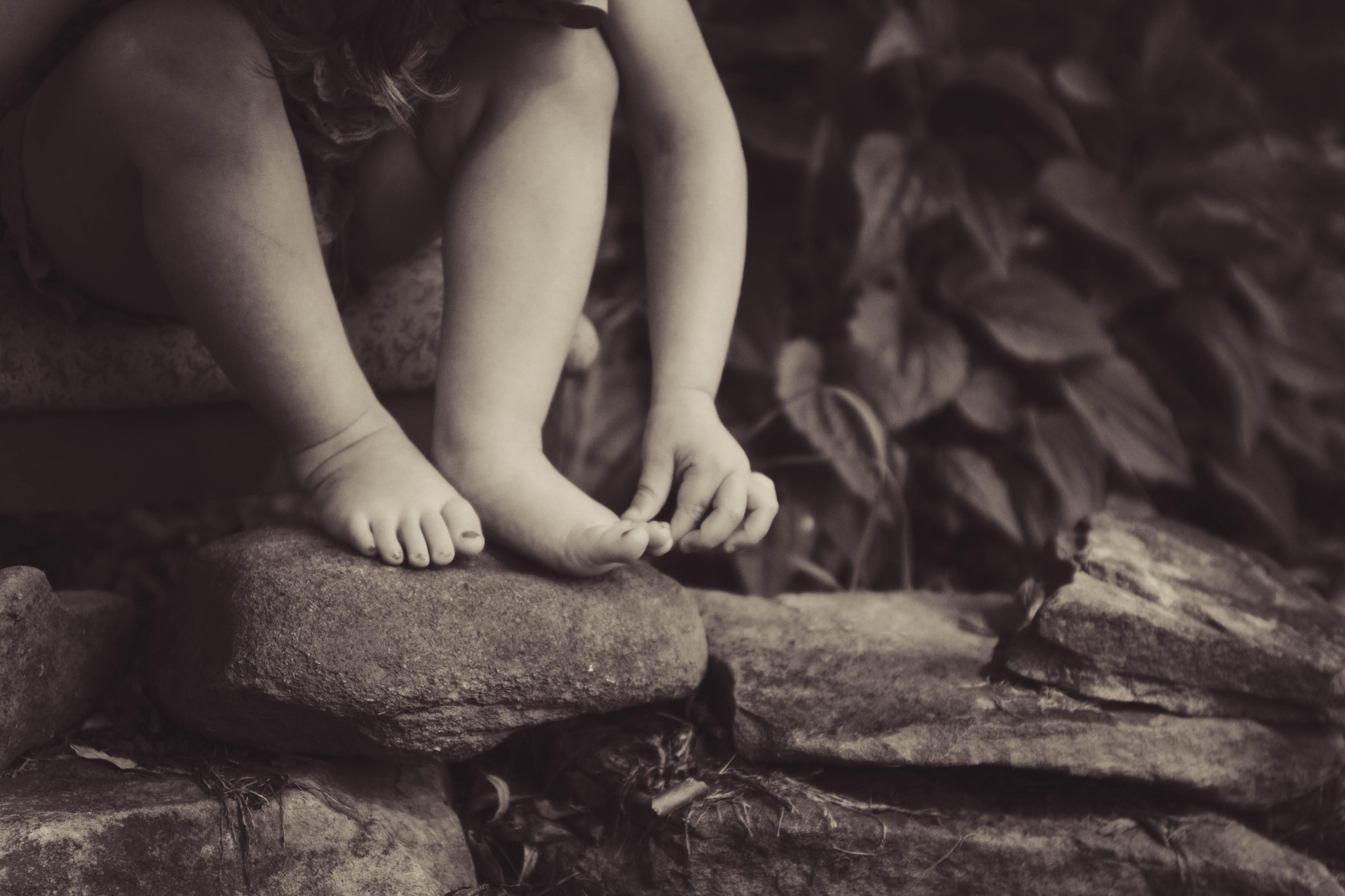 pes descalços